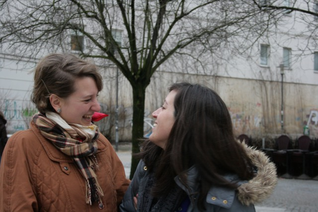 Sophia Burton and Kelly Miller of Collidoscope Berlin smiling on the street in Schoeneberg
